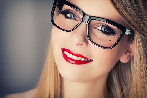 Trucco-occhi-i-consigli-di-make-up-per-chi-porta-gli-occhiali-montatura